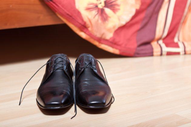 54e6dd474c55a414ea898675c6203f78083edbe35a55714e772d72_1280_groom-shoes