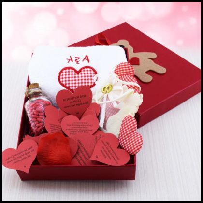 Sevgiliye Ayıcıklı Aşk Hediye Kutusu