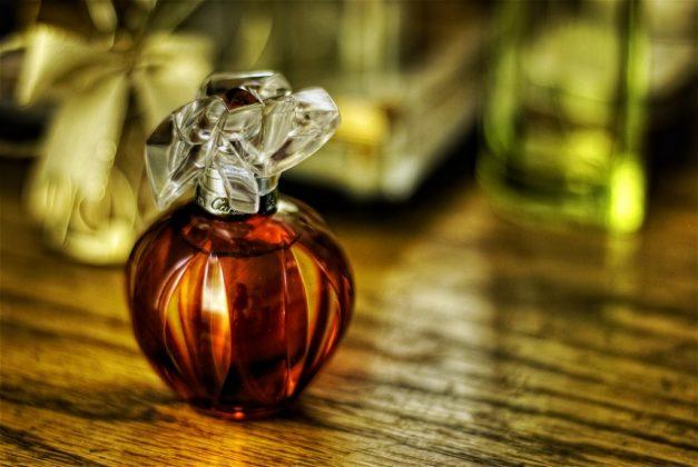 2437861008_55e8e495e7_b_parfum